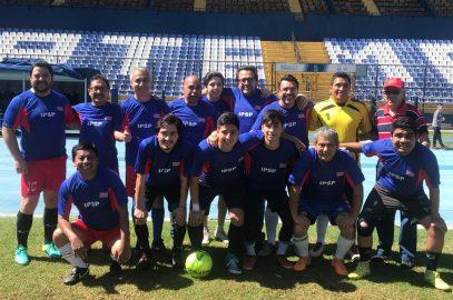 Futbolistas del Instituto de Previsión Social del Periodista celebraron su día en el estadio Doroteo Guamuch Flores